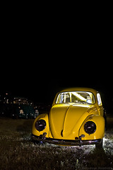 (Andreas Reinhold) Tags: car yellow night race racecar bug dark volkswagen drag automobile darkness stage flash beetle racing callook dragracing fright kfer ebi aircooled stagefright dfl strobist andreasreinhold europeanbugin