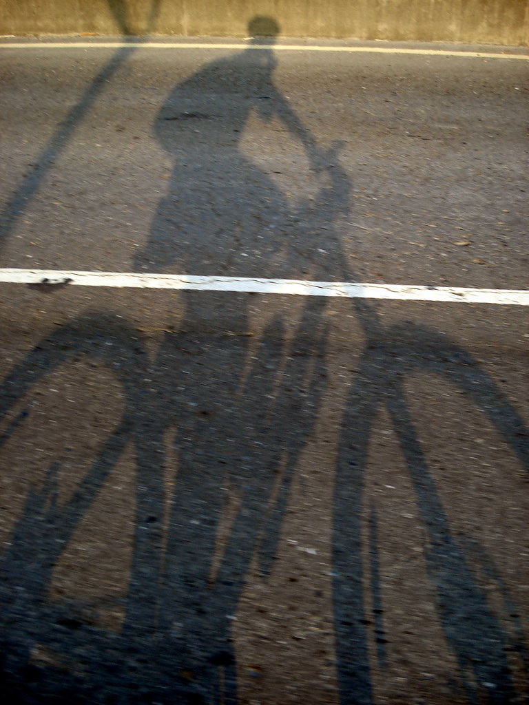 地上騎單車的影子 - DSC00674