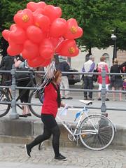 xEvent Ballong 028 (Zeppelinare.se) Tags: stockholm daniel victoria helium reklam ballong djurgrden brllop kmk strandvgen ballonger djurgrdsbron hjrta busshllplats zeppelinare reklamskylt kronprinsessa lovestockholm luftskepp prinsdaniel varmluftszeppelinare scandinavianairships kungligamotorbtklubben hjrteballonger hjrteballong