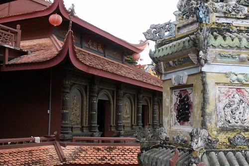 Chua Hang (Cave Pagoda) on Sam Mountain