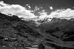 Untitled #12 (Markus Moning) Tags: blackandwhite bw cloud white mountain black mountains berg clouds landscape schweiz switzerland suisse swiss wolke wolken glacier berge val valley sw schwarzweiss gletscher landschaft canoneos350d weiss schwarz engadin tal moning fex romansh furtschellas markusmoning rumantsch