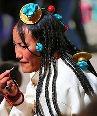 Derge Rain Retreat Festival ,Tibet (reurinkjan) Tags: drokba བོད་ལྗོངས། ©janreurink tibetanplateauབོད་མཐོ་སྒང་bötogang khamཁམས། tibetanethnicityབོད་རིགས། buddhismསངས་རྒྱས་ཆོས་ལུགས། womanསྐྱེས་དམན་ 2009༢༠༠༩ tibetབོད dergeསྡེ་དགེcounty dergeསྡེ་དགེ rainretreatfestival pathtraditionལམ་ལུགས་ turquoisemountedongoldandoverhangingtheforeheadདཔྲལ་གཡུ་གསེར་སྒོང་པdpralgyugsersgongpa garzeganzitibetautonomousprefectureདཀར་མཛེས་བོད་རིགས་རང་སྐྱོང་ཁུལ་ faceགདོང་པ་gdongpa ladiesintibet womanསྐྱེས་དམན་kyemen བུད་མེདbümé beautifulwomanབུད་མེད་མཆོགbümemchok prettywomanབུད་མེད་མཆོར་མོbüméchormo