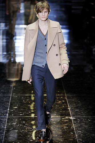 Anthon Wellsjo3006_FW10_Milan_Gucci(VOGUEcom)
