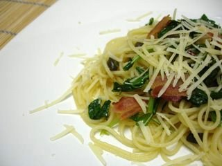 Spaghetti with lime and rocket (arugula)