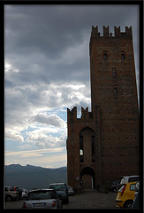 sempre pi scuro.. (manuz73) Tags: auto nikon nuvole torre vivid emilia cielo castello settembre borgo medievale collina castellarquato d40 rocchecastelli rocchefariecastellicastleslighthosesbelltowers