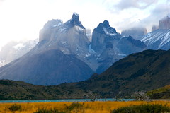 Andes Mountains, Torres del Paine National Park, Patagonia, Chile. (thejourney1972 (South America addicted)) Tags: chile park parque patagonia naturaleza mountain mountains nature del america de landscape amrica do south natureza horns paisaje du paisagem national andes sur montaa amerika patagonie region nacional cuernos montanha sul montanhas sud montaas zuid torres sudamerica paine magallanes suramerica regin sudamrica suramrica patagonien amerique sudamerique bestcapturesaoi thejourney1972 rememberthatmomentlevel1 rememberthatmomentlevel2 rememberthatmomentlevel3 vigilantphotographersunite vpu2 vpu3 vpu4