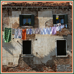 solar dryers (Frizztext) Tags: venice italy square italia explore galleries laundry clothesline venezia arsenal drying 100faves frizztext mywinners 20071003 sestieredicastello