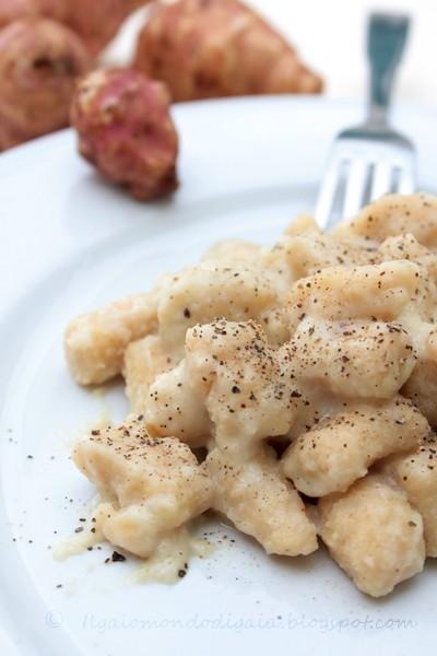gnocchi di kamut con salsa di topinambur