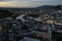 Sinikuldne Salzburg (anuwintschalek) Tags: november autumn sunset panorama salzburg river dark landscape lights austria evening abend sonnenuntergang cathedral dusk dom herbst dämmerung fluss nicht dunkel lichter 2010 salzach jõgi sügis õhtu loojang panoraam 18200vr pime nikond90 hämar vanagram loojak tulukesed päikseloojak