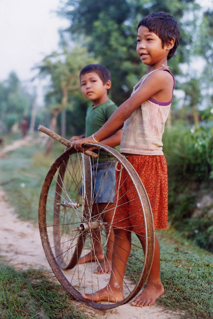 Wheels, Children in Bardiya, western terai plains of Nepal. The region is a strong Maoist hold. Sept. 2004 by Kashish Das Shrestha