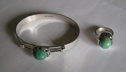 Armband och ring i silver.