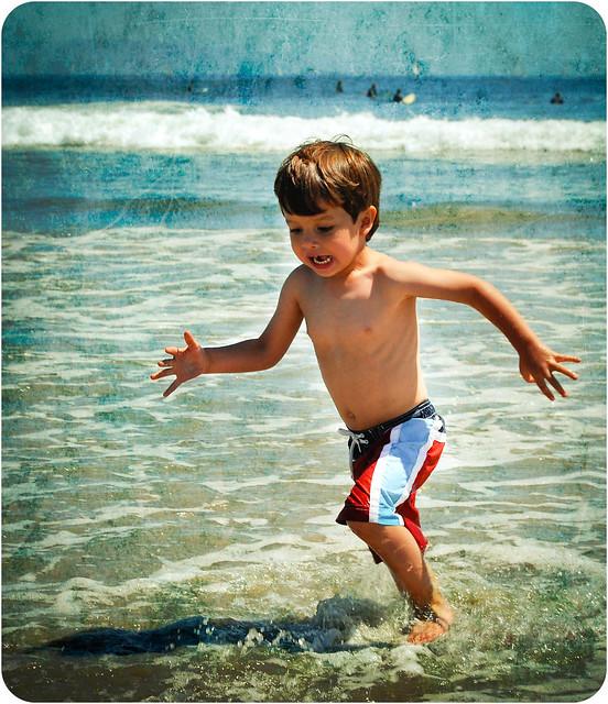 Beach + Little Boy = HAPPINESS