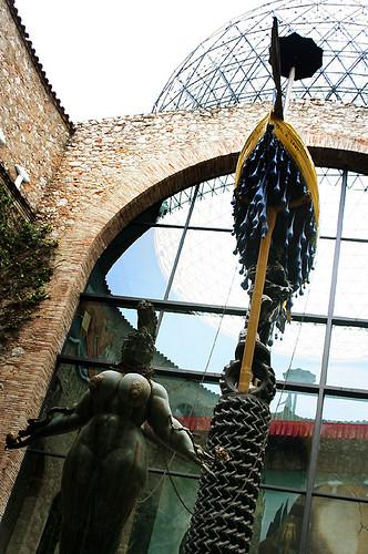 teatre museu dalí: raining taxi