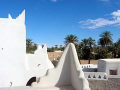 Old Town of Ghadamès, Libya. (© Libyan Soup) Tags: africa roof sahara architecture palms rooftops desert palm worldheritagesite roofs palmtrees arab libya tuareg libyan berbers ghadames unseco datepalms jewelofthesahara jamahiriya pearlofthedesert ghadamis ġadāmis ġdāməs oasistown ghadamès alhamadahalhamra ghademes gadamis libyansoup lpcorners