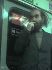 Grigori Perelman en el metro de San Petersburgo-3