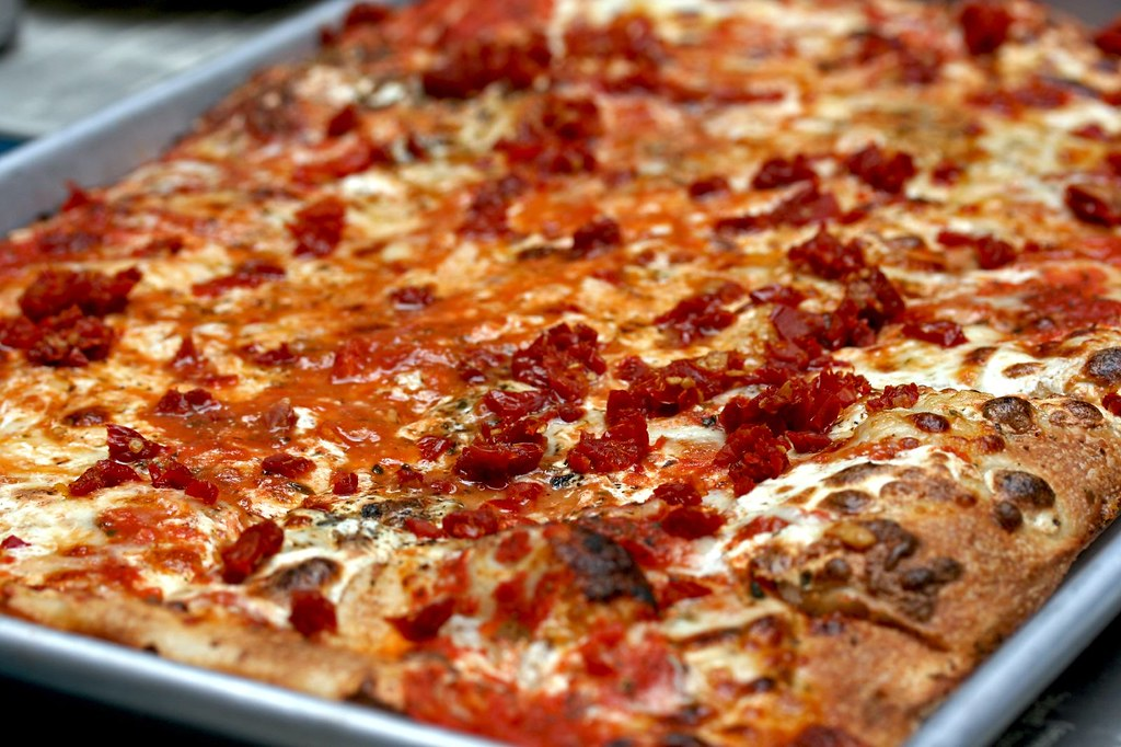 Old Fashioned Pizza with sun dried tomatoes