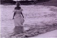 En la playa (Manme) Tags: bw mar analgica nikon bn costadelsol carrete mediterrneo mlaga qumica escaneada convencional mimadre vestidadenovia creoquestassernlasltimas yameaburren notengootracosa quierounescner omiporttil ainsains playadetorrequebrada sinedicin elquenomehaentendidoesporquenohaquerido