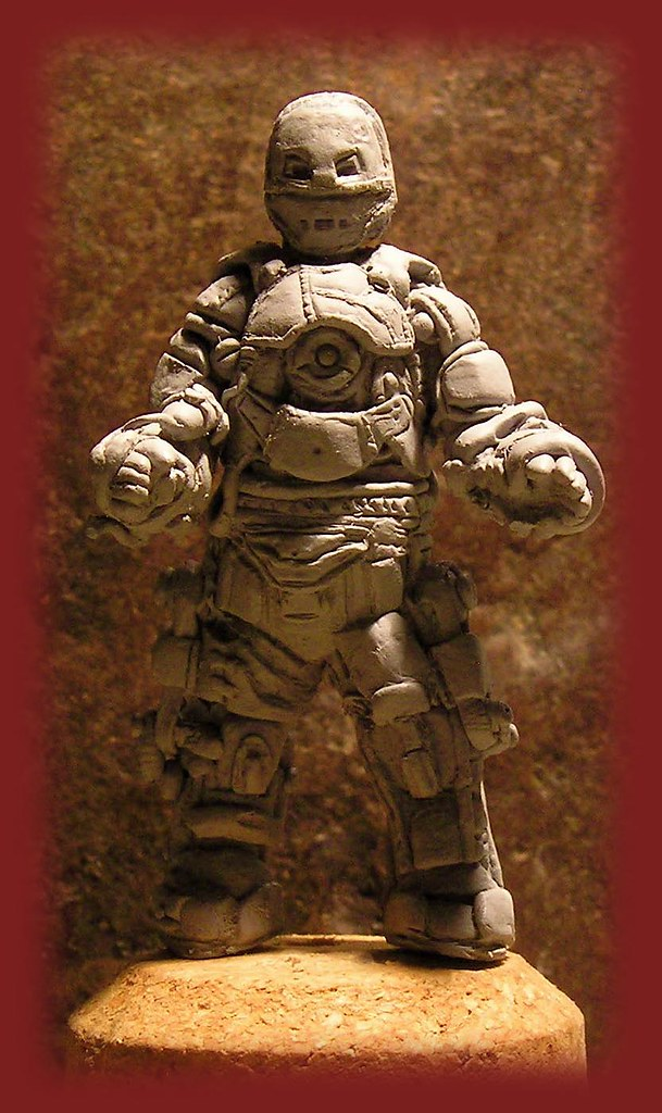"IRON MAN - ""SCALE ARMOUR!!"" (MARK ONE PROTOTYPE MOVIE ARMOUR, 50 MM FIGURINE, FRONT VIEW)"