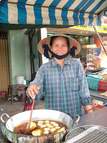 Vietnam . Food Vendor Saigon. (431)