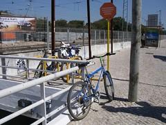 Estacionamento para bicicletas no lado Sul da estação de comboios de Oeiras