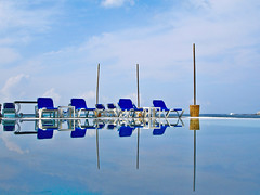 The deep blue (Miguel Herrera) Tags: reflection pool piscina reflejo oaxaca sillon pileta 2007 alberca caminorealzaashila tangolunda bahiasdehuatulco miguelherrera potwkkc41