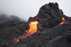 グーグルアースで噴火をチェック