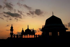 Silhouttes (Max Loxton) Tags: pakistan sunset beautiful lahore masjid silhouttes yasirnisar pakistaniphotographer revisitinglahore