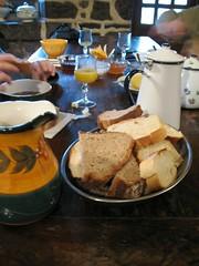 Petit-déjeuner au Gîte Puech Verny