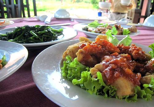 Fried fish, water spinach, pork, yum.