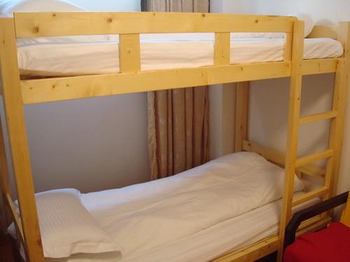 青年旅館的床位