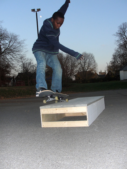 Zaire 5-0 Plank Eye Fun Box