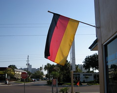 (giveawayboy) Tags: road street trees red black rot germany palms deutschland gold flag stop stopsign saintpetersburg schwarz deutsch alles ber germanrestaurant uberalles bundesflagge staatsflagge 061407 diestaatsflagge diebundesflagge