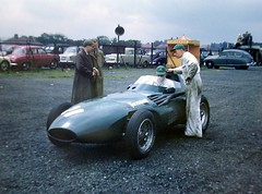Vanwall (Terry Wha) Tags: uk green car liverpool f1 1957 british motorracing aintree vanwall britishracinggreen carracing brg vanwell sterlingmoss vw5 tonybrooks grandprixdeurope