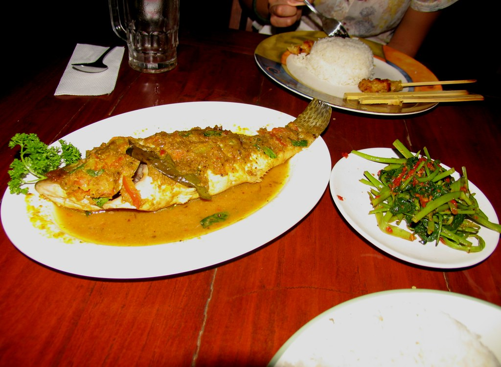Pepes Ikan and Plecing Kangkung at Marina Warung
