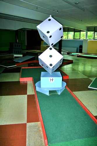 Dice hole in mini golf