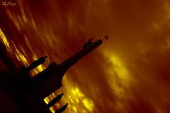 Santoa (R.Pozn www.rpozon.es) Tags: from red sky espaa cloud paisajes blanco monument yellow contraluz de atardecer landscapes mar spain rojo nikon ruben almirante tokina amarillo cielo bahia nubes turismo cantabria oranje turism santoa cantabrico carrero 1650 28f naraja infinita anchoas pozon d300s mumento rpozon wwwrpozones