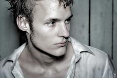 _MG_1381 (romanraetzke) Tags: portrait man male wet water digital canon wasser flash attic mann canoneos350d blick nass