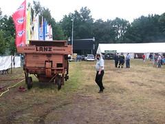 Dreschkasten vor der Bühne