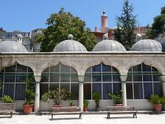Sokollu Mehmet Paa Camii, avlu (ct nord) (cercamon) Tags: istanbul mosque cami estambul mosque kadirga avlu mimarsinan sokullu sokollumehmetpasha kadrga sokollumehmetpaacamii sokollumehmetpaa kadirgasokullumosque