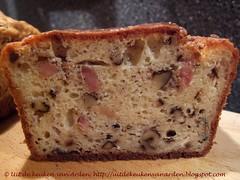 Cake met roquefort, walnoten en spek