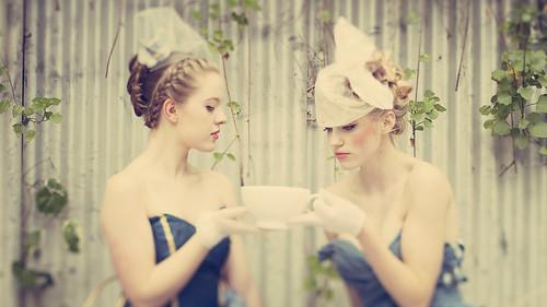 フリー写真素材, 人物, 女性, 食器, ファッション, コップ・カップ・グラス, オーストラリア人,