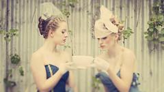 [フリー画像] 人物, 女性, 食器, ファッション, コップ・カップ・グラス, オーストラリア人, 201101190900