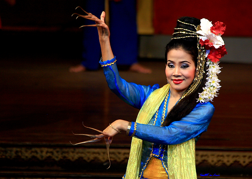 Thai Dance @ Nong Nooch Tropical Garden, Pattaya Thailand