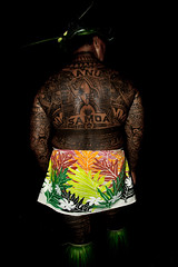 Samoan Warrior Chief! (ming  mong) Tags: shadow colour green art tattoo night dark nikon holidays locals flash strong samoa graphiti bodyart f35 18200mmf3556gvr d80 peaa