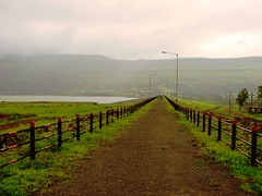Road on Pimpalgaon Joga Dam (Mezzotint) Tags: ghat malshej