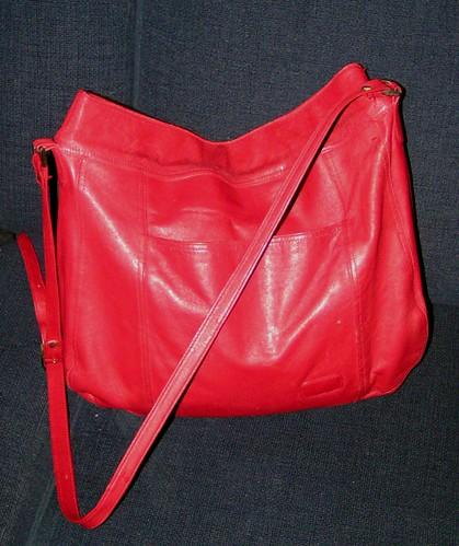 Väska i rött skinn.