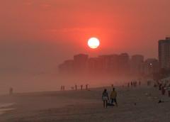 Praia da Barra da Tijuca (Claudio Marcon) Tags: sunset brazil sun sol praia beach rio brasil riodejaneiro pôrdosol mouseion fotoclube mywinners platinumphoto anawesomeshot excellentphotographerawards platinumheartaward claudiomarcon claudiolmarconribeiro