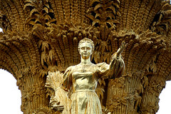 Golden Maiden (firdaus omar) Tags: woman statue gold russia moscow wheat nikond50 communism 70300mmf456g maiden vdnkh vvts