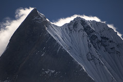 Machapuchare Summit (6.993m), Nepal (elosoenpersona) Tags: nepal mountain nikon asia d70 summit himalaya northface montaña sagrada annapurna cima basecamp fishtail machapucchare sigma70300f456 supershot saarc machapuchare 25faves caranorte mywinners abigfave platinumphoto anawesomeshot anawesome irresistiblebeauty coladepez elosoenpersona