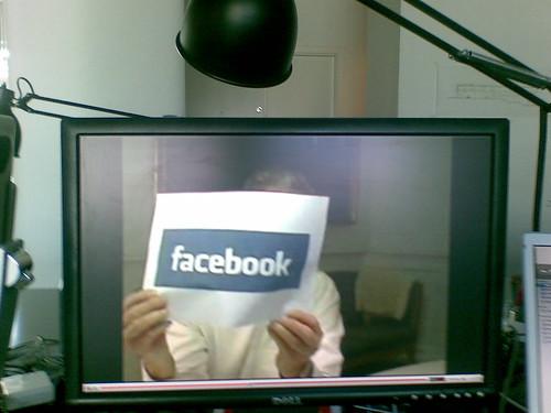 Lykketoft viser Facebook